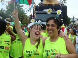 Mesmo com chuva, foliões fizeram a festa no bloco Portadores da Folia, na terça-feira (14) (Foto: Marina Magalhães/G1)