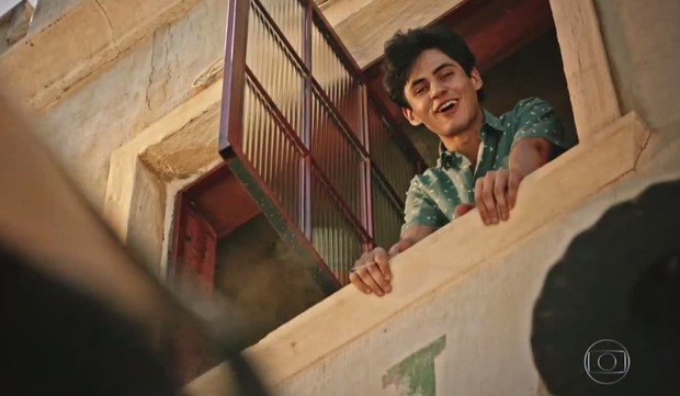 Lucas Veloso, filho de Shaolin, em cena da novela Velho Chico (Foto: Reprodução/Globo)