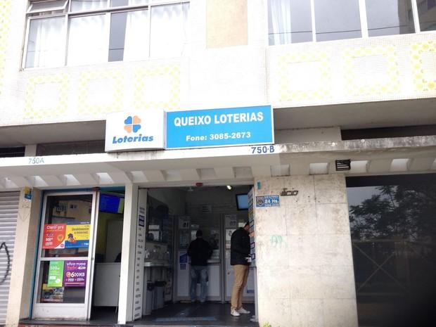 Greve dos bancos aumentou o movimento nas casas lotéricas (Foto: Dulcinéia Novaes / RPC)