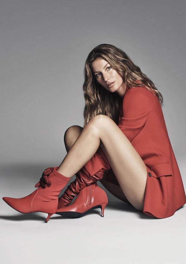 Lady in red: Gisele Bundchen em ação para o inverno da ...
