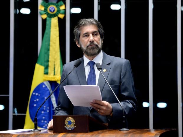O senador Valdir Raupp (PMDB-RO) fala durante sessão no Senado, em Brasília, que decide se a presidente afastada Dilma Rousseff vai a julgamento no processo de impeachment (Foto: Jefferson Rudy/Agência Senado)