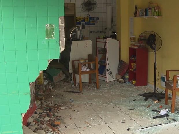 Carro invade restaurante e deixa cinco pessoas feridas em Curitiba (Foto: Reprodução/RPC)
