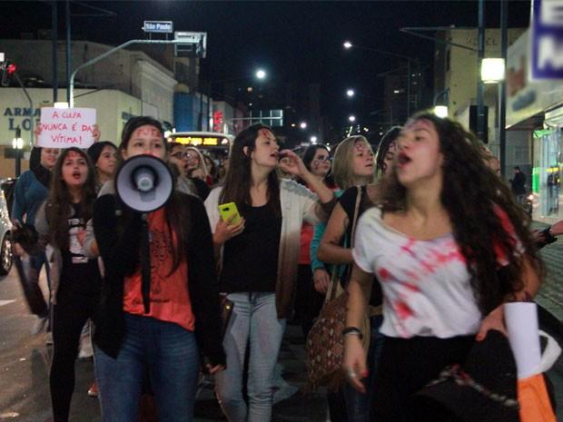 Ato contra cultura do estupro em Poços de Caldas (Foto: Jéssica Balbino/G1)