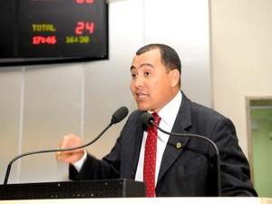 Ex-deputado Valter Araujo está foragido (Foto: José Hilde/Ascom/ALE)