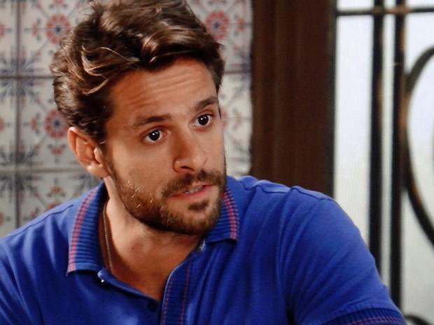 César descobre que Itália planeja vingança contra ele (Foto: TV Globo)