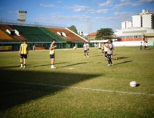 Equipe treina sob forte sol nesta quarta-feira (Foto: Silvio Seixas/TV Rio Sul)