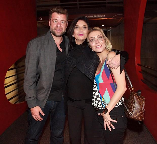 Zizi Possi, Luiza Possi e o namorado Cris Gomes (Foto: Marcos Ribas/Brazil News)