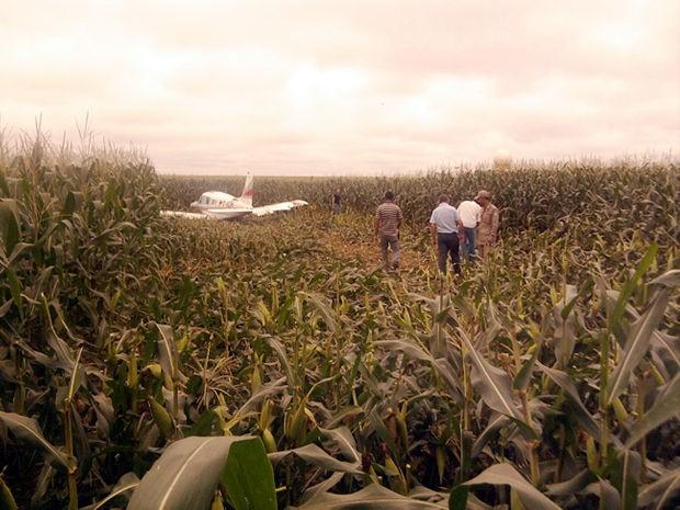 Apesar do acidente, nenhum dos três passageiros teve ferimentos. (Foto: Bombeiros/Sinop)