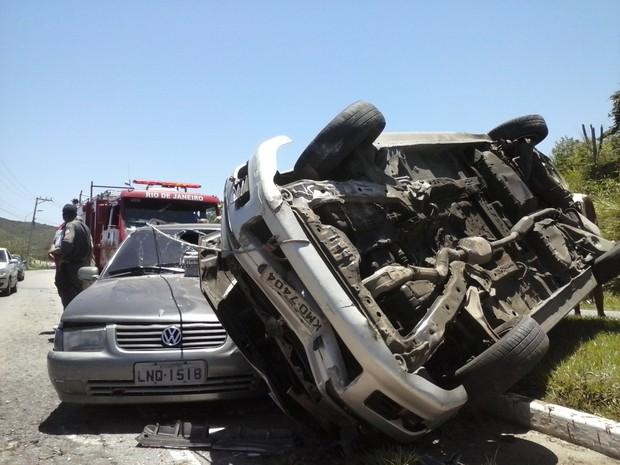 acidente na estrada do guriri em cabo frio (Foto: William Corrêa/ Inter TV)