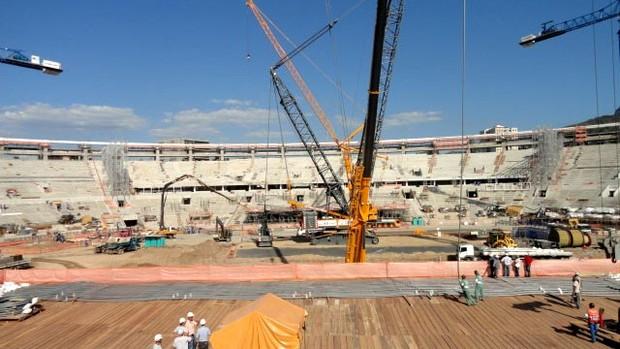 Obras maracanã (Foto: Marcelo Baltar / Globoesporte.com)
