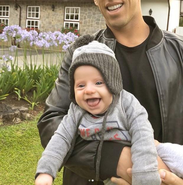 Amaury Nunes e Enrico, filho da namorada, Karina Bacchi (Foto: Reprodução/Instagram)