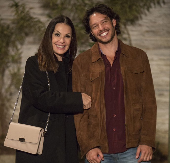 Carolina Ferraz e Nando Rodrigues formam o casal (queridinho) Penrique em 'Haja Coração' (Foto: Felipe Monteiro/Gshow)