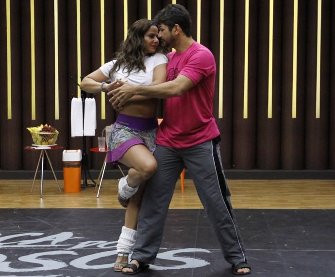 Viviane Araújo com o professor Marcelo Grangeiro (Foto: Fabiano Battaglin / Gshow)
