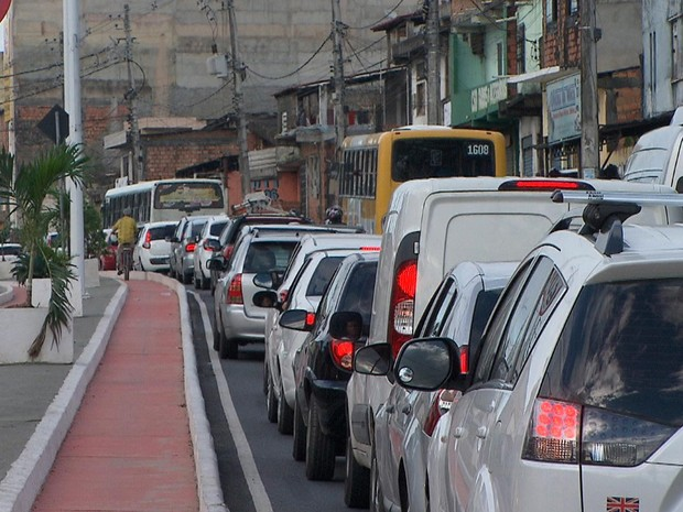 Manifestação ocorreu na manhã desta quarta-feira (Foto: Reprodução/TV Bahia)