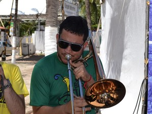 Klênio Barros é trombonista da Street Band (Foto: Jocaff Souza/G1)