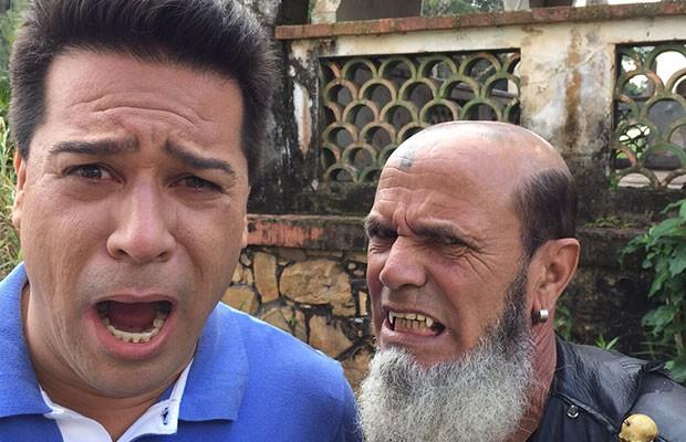 Vampiro brasileiro conta que sempre sonhou e colocar os dentes grandes (Foto: Divulgação   Tô Indo)