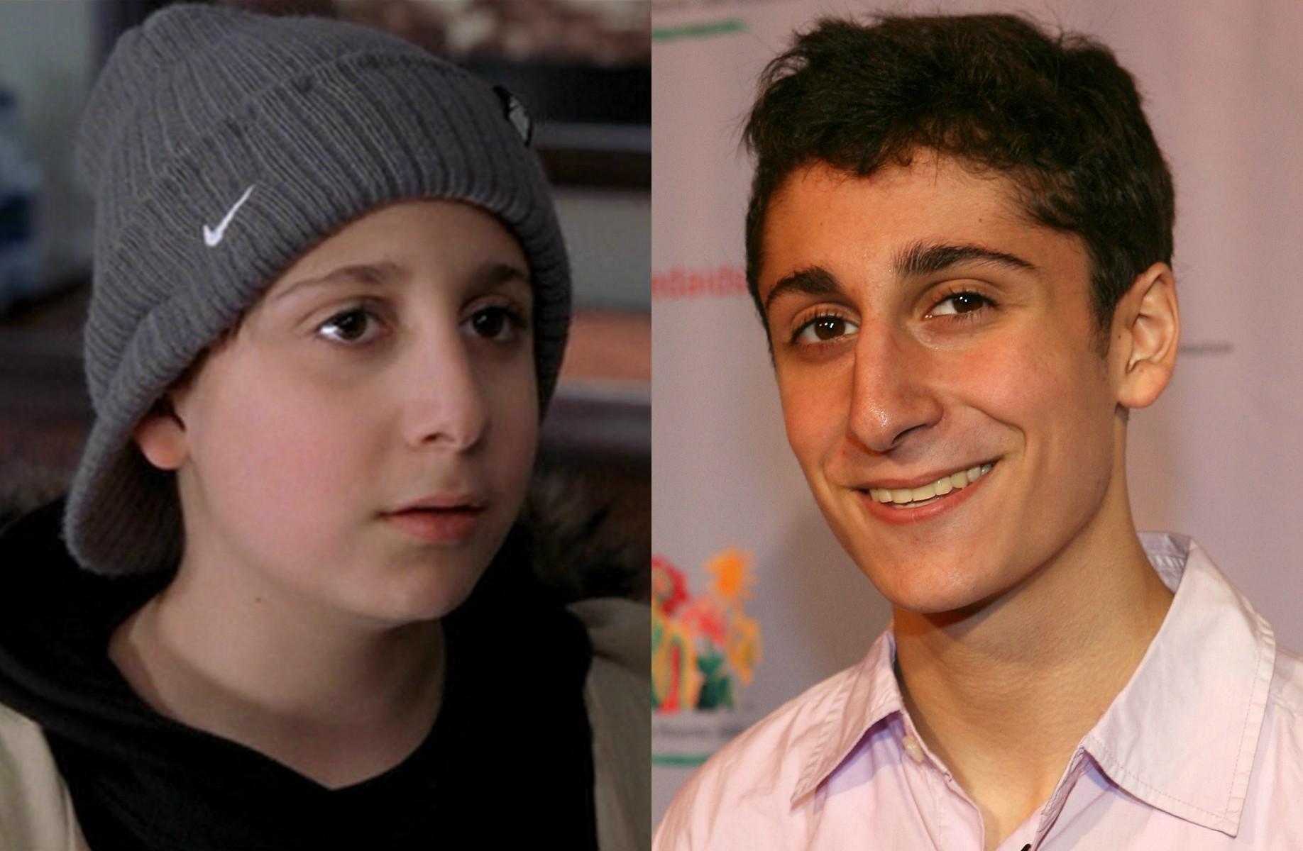 Daniel Tay em 'Um Duende em Nova York' (2003) e hoje, com 22 anos. (Foto: Reprodução e Getty Images)