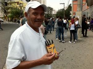 Caneta preta é vendida a R$ 2 (Foto: Márcio Pinho/G1)