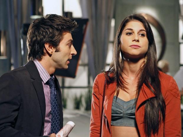 Brunessa diz que Humberto pode ser pai de seu filho (Foto: Cheias de Charme / TV Globo)