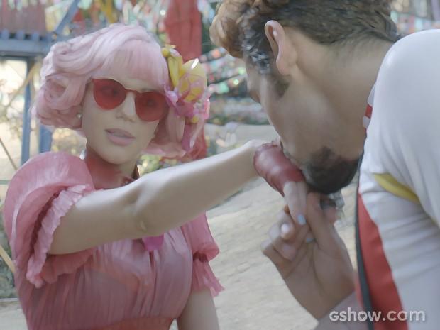 Renato conhece Juliana e fica encantado (Foto: Meu Pedacinho de Chão/TV Globo)