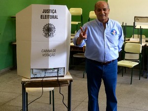 Prefeito eleito em Americana, Omar Najar (PMDB) votou durante a manhã deste domingo (Foto: Assessoria de Imprensa)
