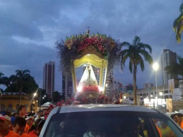 Corredores de rua prestaram homenagens à Nossa Senhora de Nazaré em romaria que percorreu as ruas de Belém neste sábado (22). (Foto: Diego Beckman/ascom Círio Oficial)