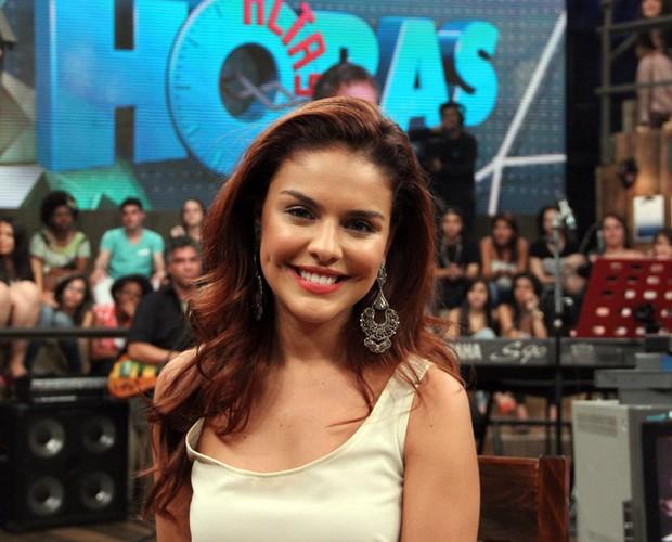 Paloma Bernardi comenta como está sendo atuar em Salve Jorge (Foto: TV Globo/Altas Horas)