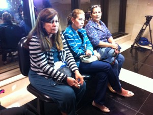 Mãe de Patrícia acompanha audiência no TJ (Foto: Marcelo Ahmed / G1)