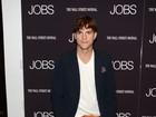 Sem namorada, Ashton Kutcher vai a première de seu novo filme