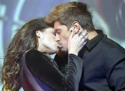 Giovanna pede striptease a Daniel!