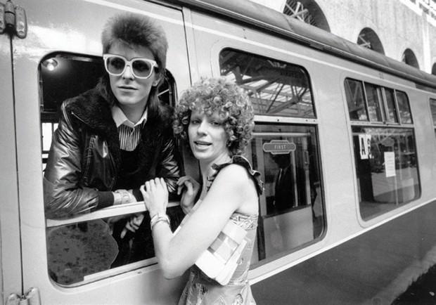 Bowie e a então mulher Angela, em 1973 (Foto: Divulgação)