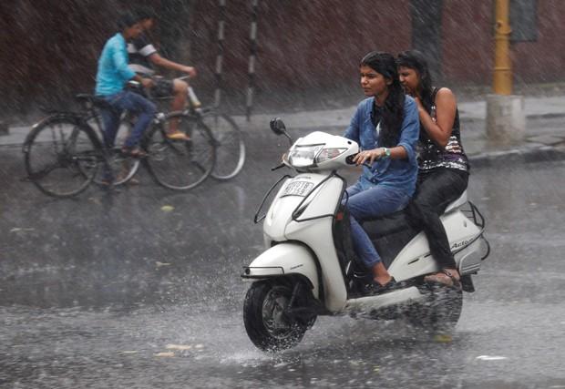 Tempestades atingiram várias localidades do estado de Bihar (Foto: Ajay Verma/Reuters)