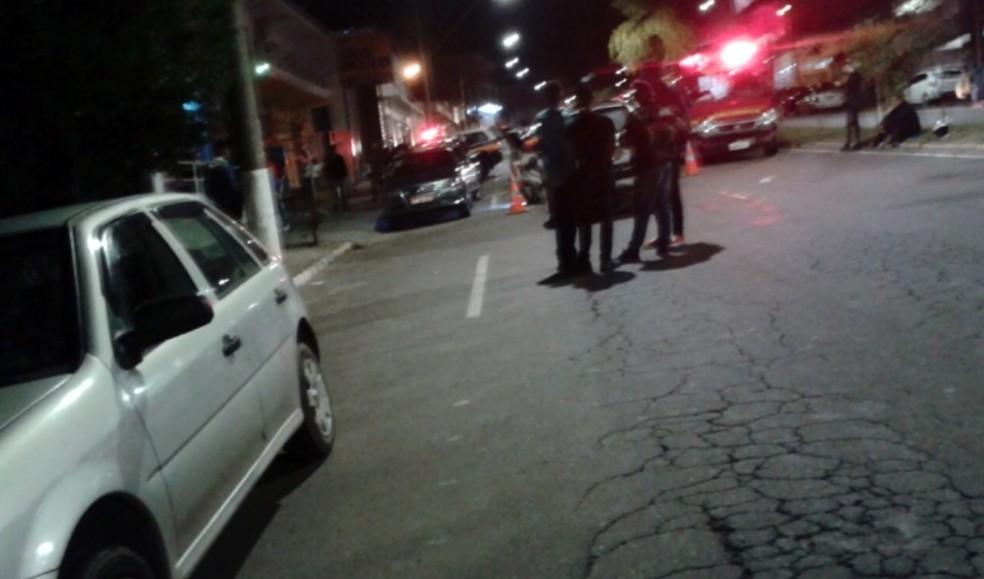 Tiros em porta de boate mata uma pessoa e deixa feridos em Três Corações (Foto: Reprodução EPTV / Redes Sociais)