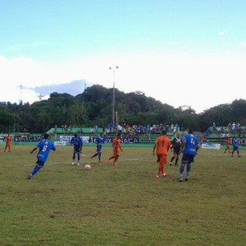 Jogo entre Nacional e Holanda-AM aconteceu neste sábado em Rio Preto da Eva (Foto: Édio Leite)