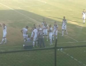 Jogadores do Resende, durante a parada técnica (Foto: Maicon Souza/Arquivo Pessoal)