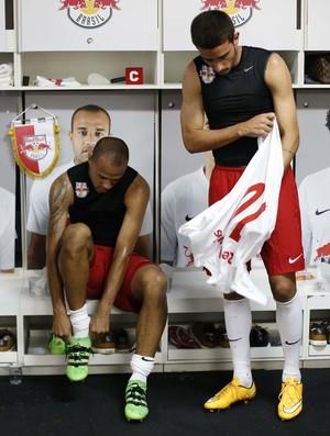 Roger e Thiago Galhardo elenco RB Brasil (Foto: Divulgação / Red Bull Brasil)