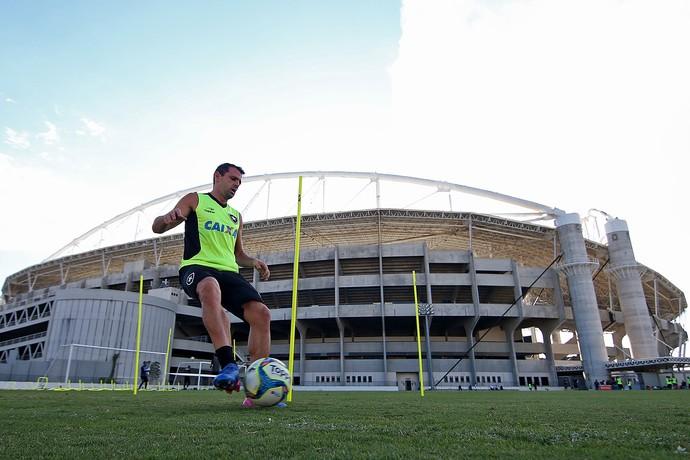 Montillo Botafogo campo anexo Nilton Santos (Foto: Vitor Silva / SSpress / Botafogo)