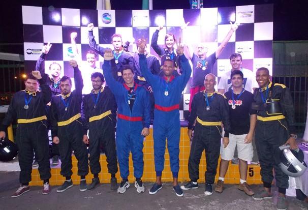 Representantes de 16 agências e 1 da TV Rio Sul participaram da corrida (Foto: Divulgação TV Rio Sul)