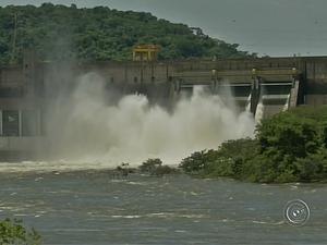 Vazão atual chega ultrapassa mil metros cúbicos de água (Foto: Reprodução/TV TEM)