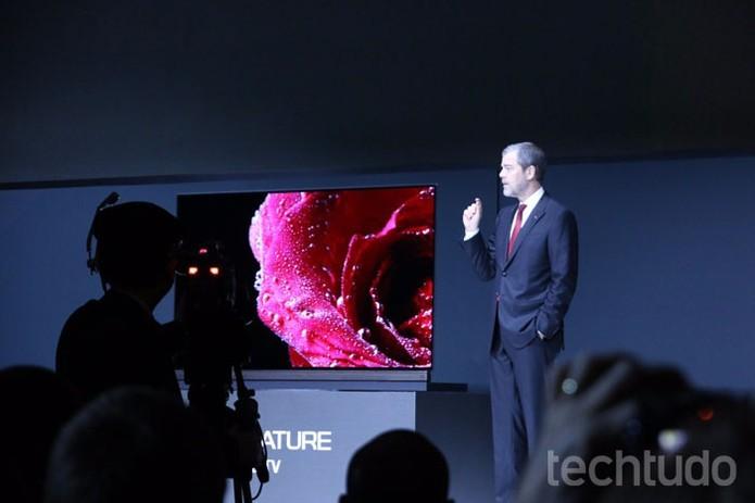 LG mostrou TVs 4K de 65 a 77 polegadas com alto nível de contraste (Foto: Thassius Veloso/TechTudo)