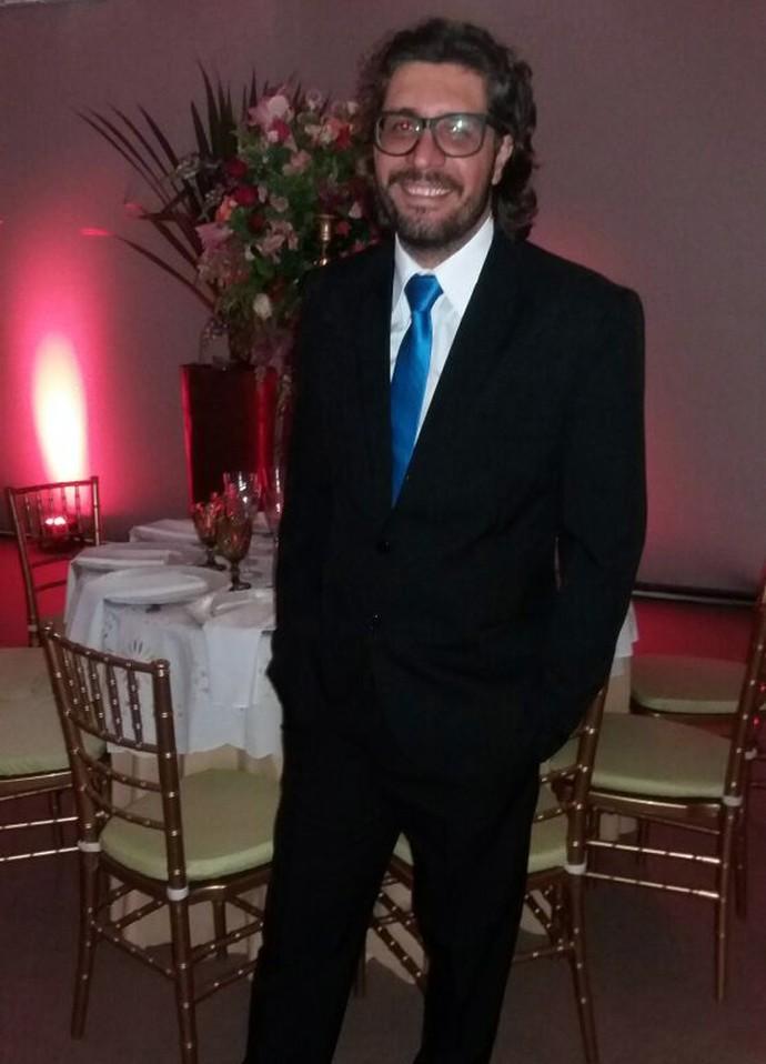 Ilmar escolheu uma gravata azul para a festa (Foto: Raquel Gonzales/Gshow)