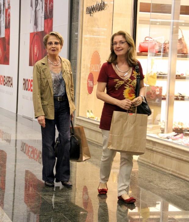 Glória Menezes comprou jóias em shopping na Barra da Tijuca, RJ (Foto: Marcus Pavão/AgNews)
