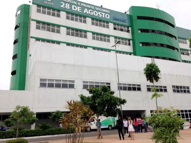 Feridos foram levados para o Hospital 28 de Agosto (Foto: Jamile Alves/G1 AM)