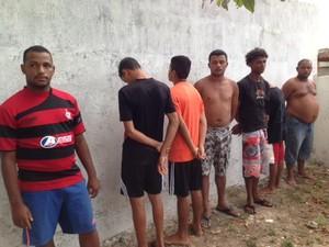 Presos foram levados para o 8º Distrito Policial. (Foto: Divulgação/Defesa Social)