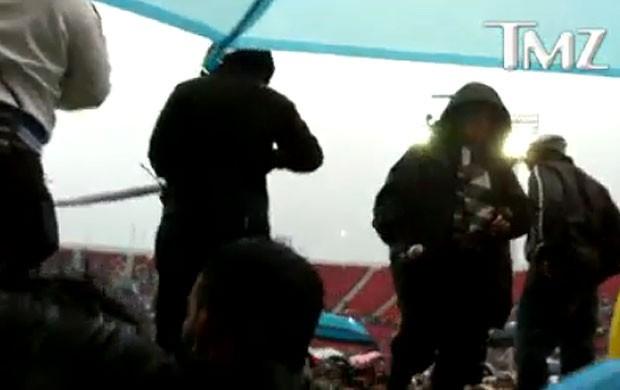 Madonna dá piti com fãs durante passagem de som no Chile (Foto: TMZ/Reprodução)
