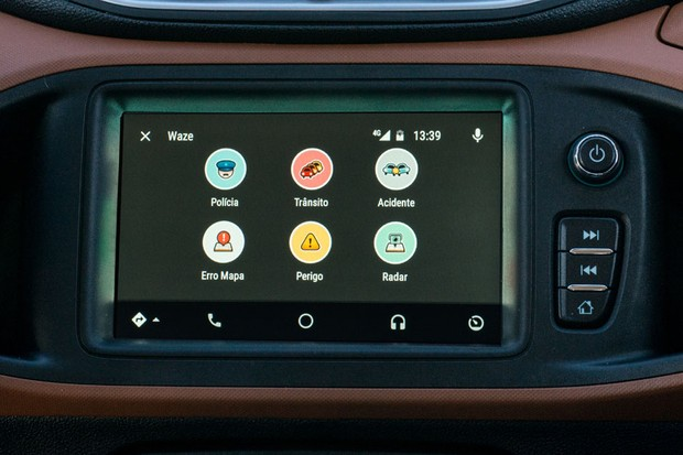 Onix com app Waze no Android Auto (Foto: Divulgação)
