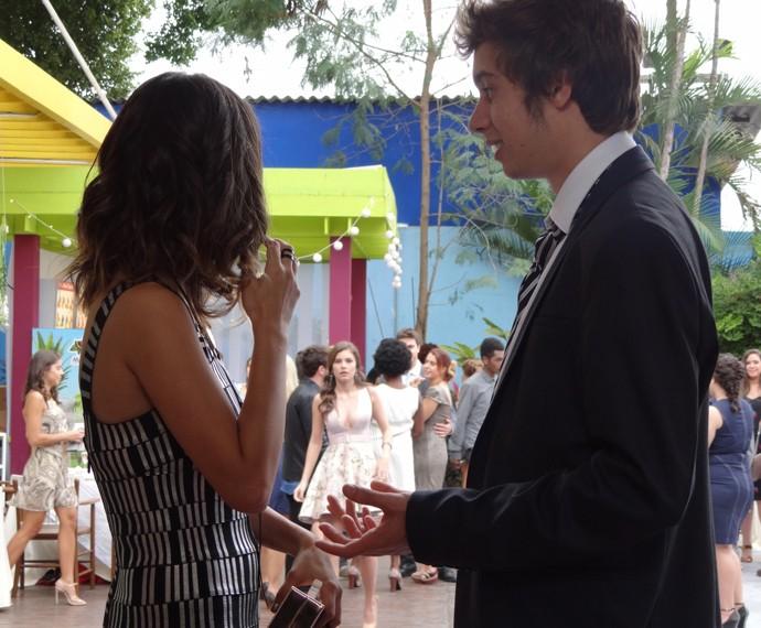 Vicki diz para João que acha que Bi entendeu o recado (Foto: Taís Moreno/Gshow)