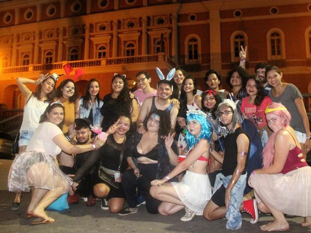 Grupo de amigos se reuniu para comparecer no Bloco da Tereza, em Manaus (Foto: Rickardo Marques/G1 AM)