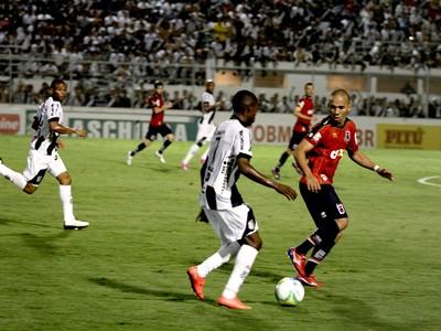 Ponte Preta Macaca Paraná Clube Tricolor Série B (Foto: Victor Hafner / Ponte Preta)