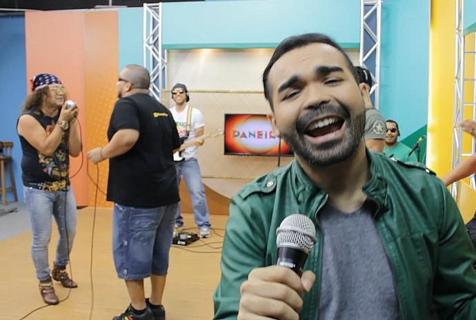 Oyama se diverte durante as gravações (Foto: Katiúscia Monteiro/ Rede Amazônica)